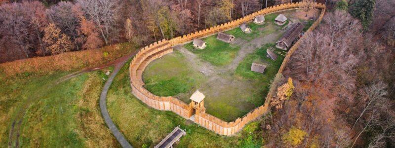 Revitalizace vybraných dřevostaveb – Archeopark v Chotěbuzi-Podoboře