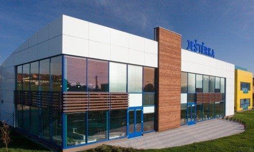 Ozdravné centrum Ještěrka v Ostravě-Bartovicích s venkovním i vnitřním bazénem, saunami a sportovní halou